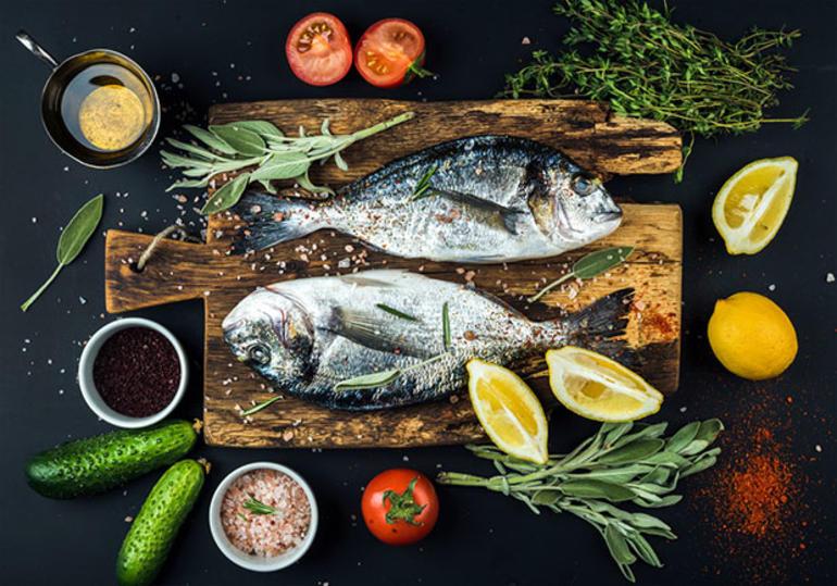 Demir deposu ve demir içeren ızgara balık